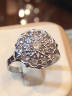 18 kt white gold women's ring - no reserve price