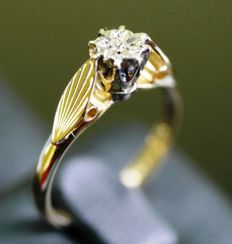Ring, 18 carat gold with solitaire diamond, ring size 17.5 mm.