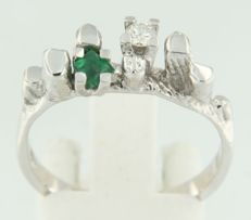 14 kt white gold ring with emerald and diamond, Size 56 France