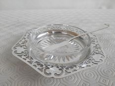 Antique butter dish with pierced design and glass insert in English silver plating WILLIAM SHIRTCLIFFE with James Deakin knife
