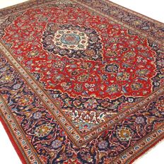 "Kashan – 300 x 205 cm – ""Traditional Persian carpet in beautiful condition""."