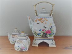 Franklin mint porcelain tea set in Chinese style with sugar and milk jug from 1986