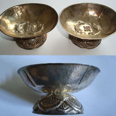 Pair of an  extremely rare silver offering cups  with 2 fishes - 72 mm (2)
