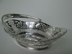Silver puffs basket with a handle, foreign piece, ca. 1920