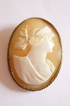 Antique brooch made of 585 gold with shell cameo