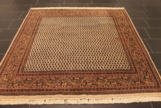 Magnificent hand-knotted oriental palace carpet, Sarough Mir, 200 x 200 cm, made in India, best highland wool
