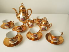 Versailles - 22k gilt porcelain Mocha ware with romantic decorations