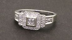 14 kt Gold ring with diamonds (0.40 ct). Size 7.5