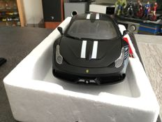 Bburago-Signature - Scale 1/18 - Ferrari 458 special - Black Matt edition