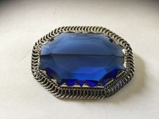 Silver, Art Deco brooch with blue stone