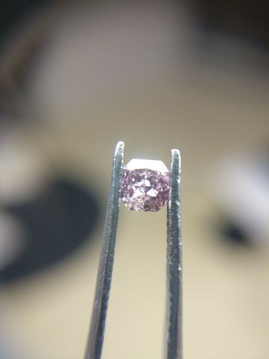 0.15 ct Cushion cut diamond Fancy Deep Brownish Purple Pink Even I2