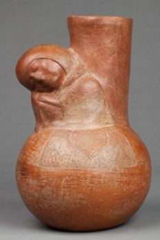 Pre-Columbian Inca ceramic with a sleeping figure wearing a cape - Peru - 26 cm