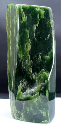 Fine, hand-polished Nephrite tumble - 178 x 66 x 56mm - 1433gm