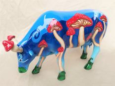"David Cara - Nova CowParade - ""Magic Mushy"" decorative cow large"