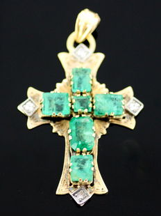 Antique 22k yellow gold 18th century pendant with emerald (1.08 ct) and old European cut diamonds (0.12 ct)