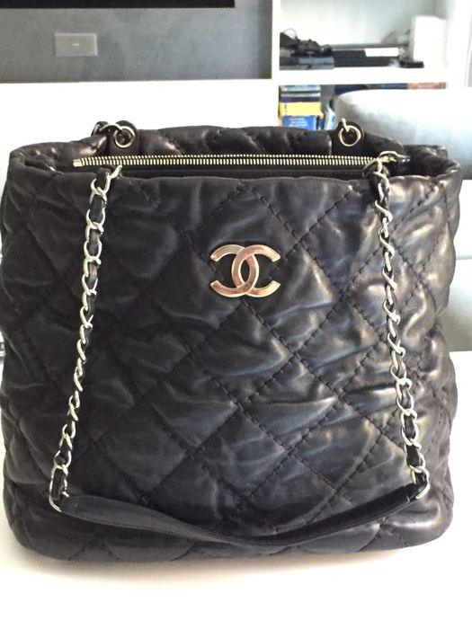 ce4d339dcb71 Extra Large Chanel Tote Bag - Catawiki