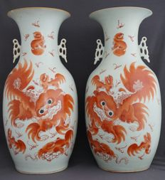 Set of two large baluster vases, decorated with lions and flame decorations – China – around 1900.