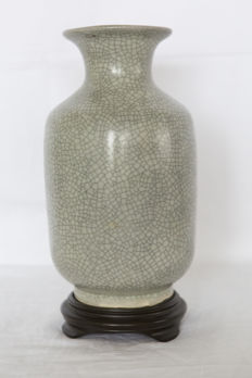 Monochrome vase with green/grey craquelure on base (26 cm) – China – 2nd half 20th century