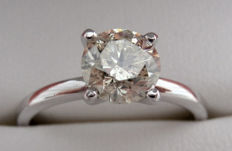 Solitaire engagement ring in white gold, 14 kt, with 0.90 ct diamond F/VS2 - size 6,5