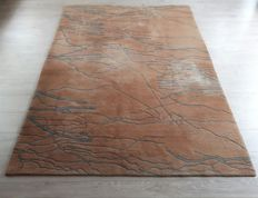 Beautiful Hand-knotted Oriental - Nepal 170cm x 236cm No reserve Price! Act Fast!