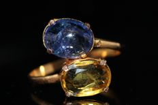 Gold ring, 18 kt, set with tanzanite and sapphires - size 61. No reserve!