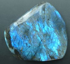 Electric blue labradorite  - 118 x 110 x 41 mm - 840 gm