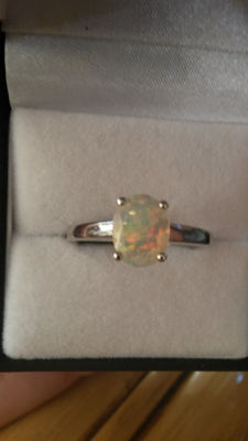 Ethiopian Opal 1.10ct Coctail ring. No reserve