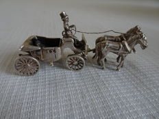 Dutch silver miniature: a chariot drawn by 2 horses with a driver