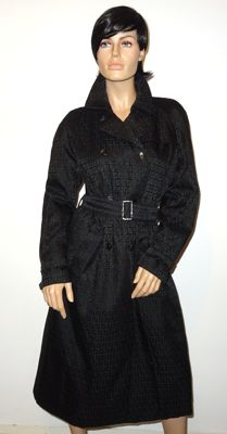 Fendi – Insanely beautiful black logo trench coat, fully lined, timeless!