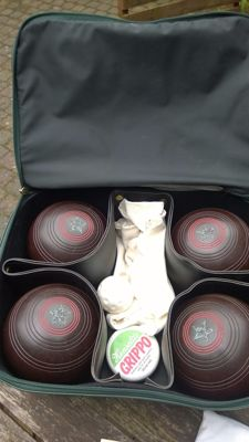Set of four Henselite Lawn Bowling Balls, size 5, in (skai?) leather bag, 1970s