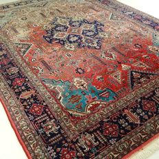 """Tabriz  – 342 x 245 cm. – """"Eyecatcher in levely colours – XL-Persian rug  in good condition""""."""