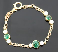 18k yellow gold ladies bracelet with emerald (1.75 ct) and freshwater pearl (1.40 ct) ca.1970