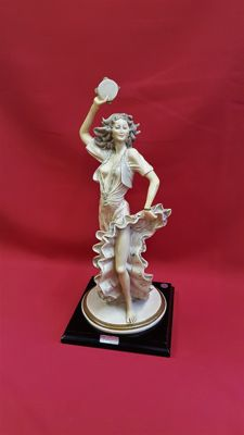 Valentino by Miriam - Sculpture gypsy dancer on wooden socket