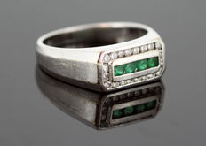 18K white gold ladies ring with emerald (0.20 ct) and diamonds (0.40 ct) ca.1950