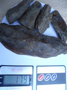 Raw untreated Baltic amber, 80-140 mm, 22-75 gr. Total weight 179 gram.