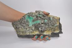 Large Green Emeralds crystals in matrix  - 190 x 106 x 46 mm - 1154 gm