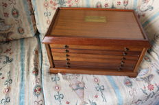 Marvellous chest of six drawers, coin-display in mahogany