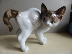 Rosenthal sculpture of a cat with the hackles