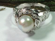 Ladies' ring made of 19.2 kt white gold with pearls and diamonds - size: 18.8 mm