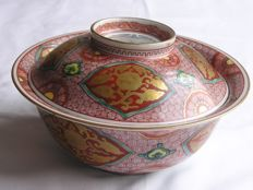 Excellent large lidded Kutani aka-e bowl marked Sekka - Japan - Early 20th century