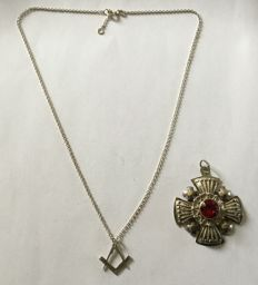 Cross of the Templars and chain and pendant square silver compass