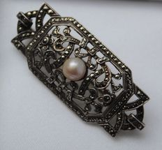 Silver pin with pearl and marcasite