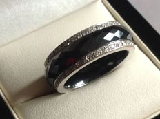 Ring in 18 kt gold, full circle of diamonds, 1.30 ct and hematite - size 55.5/56