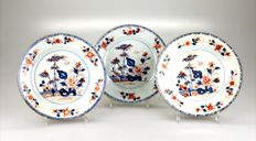 Three Imari dishes, with a décor of birds, flowers and bamboo – China – 18th century