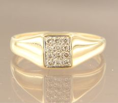 18 kt yellow gold ring, set with diamonds of 0.18 ct in total, ring size 18 (56)