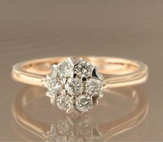 Bi-colour 14 kt white and rose gold ring set with seven brilliant cut diamonds of approx. 0.50 ct in total - ring size 17.5 (55)