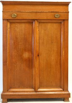 Oak linen closet – the Netherlands – ca. 1810