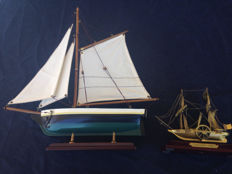 Vintage boat in wood and Liverpool - 1828 in bronze