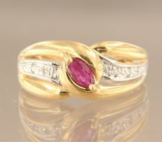 Bi-colour 18 kt gold ring set with a central marquise cut ruby and six brilliant cut diamonds of approx. 0.06 ct in total - ring size 17 (53)