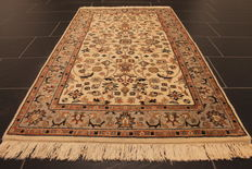 Magnificent hand-knotted oriental carpet, Indo Nain, 90 x 160 cm, made in India at the end of the 20th century